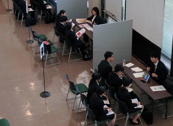 【就職支援情報】第2回 ミニ学内企業説明会本日は、レンタル業の企業の皆様にお越しいただきました。明日は最終日です。大学4年次、短大2年次の皆様、ご参加お待ちしております。#就職支援 #ミニ学内企業説明会 #卒業年次生 #キャリアセンター #キャリア支援 #大阪学院大学
