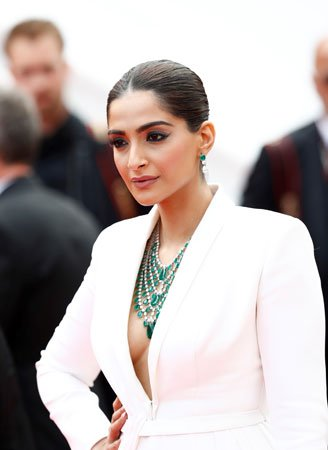 Cannes 2019 : les looks de Isabelle Huppert, Fanny Ardant, Elle Fanning, Sonam Kapoor https://www.fashions-addict.com/Cannes-2019-les-looks-de-Isabelle-Huppert-Fanny-Ardant-Elle-Fanning-Sonam-Kapoor_408___18562.html… #look #mode #fashion #luxe #cinéma #redcarpet #tapisrouge #Cannes2019 #CannesFilmFestival #cannes #actrice #star #people #dress #robe