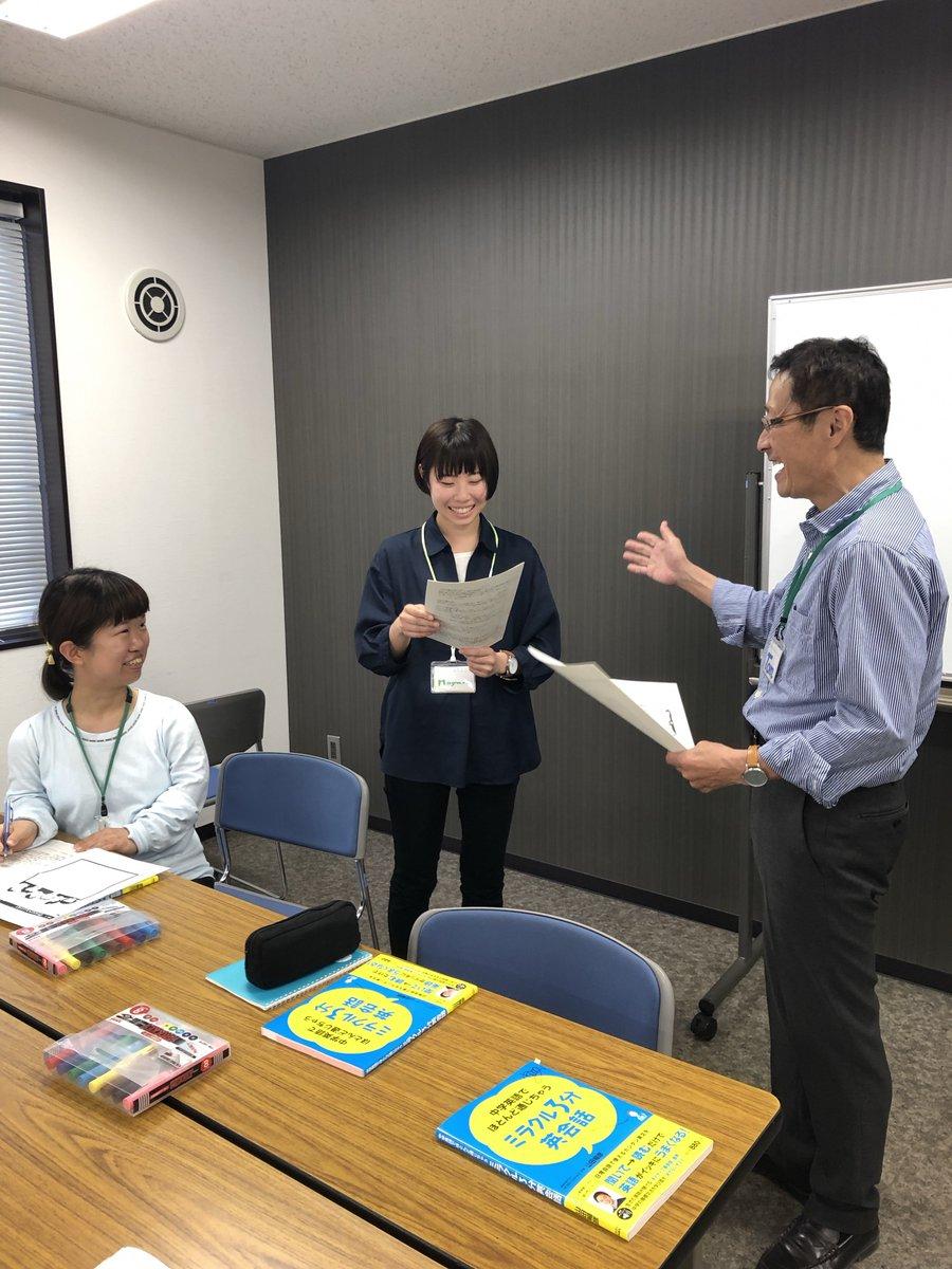島田市では、グローバル社会に対応するため英会話研修を実施しています。 講師は、TOEIC950、実用英検1級、国連英検A級の持ち主!なんと島田市職員なんです^^みんな、英語スピーチができるように頑張っています。海外旅行でも役に立っちゃうかも・・・!(ミナ)
