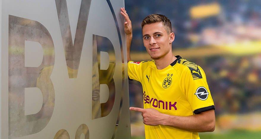 D7KP OcXYAACz3h - Breaking: Borrussia Dortmund Sign Hazard