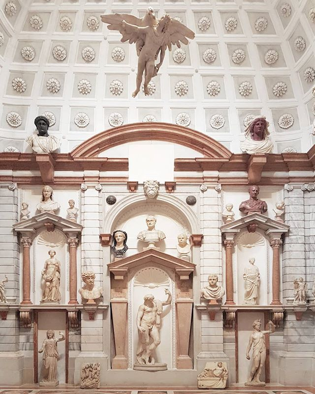 Don't miss the amazing #DomusGrimani with all the classic marbles in the original location of #PalazzoGrimani in #Venice @museopalazzogrimani #archeology #sculpture #archeology https://t.co/kuJx11cN0H