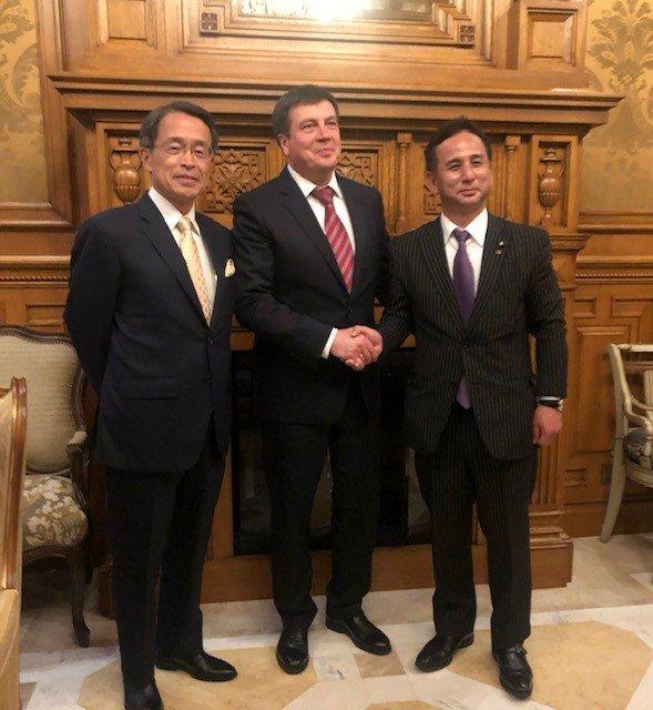 ウクライナ大統領就任式への遠山総理特使派遣(結果)遠山衆議院議員は,5月19日~20日,総理特使としてウクライナを訪問し,20日に行われたゼレンスキー大統領の就任式に出席しました。