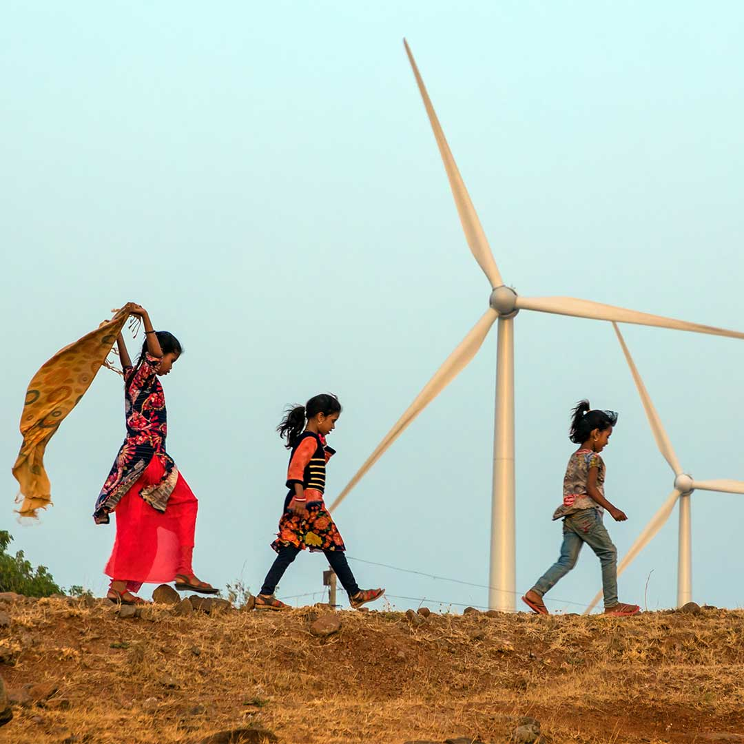 """Children playing with the wind on a hill range near a wind turbine in Dhar."" Picture taken in Dhar district of India by Chetan Soni 📸  To enter the 2019 Global Wind Day photo competition visit https://t.co/rSfJoU0CuI  Deadline to submit your photos is 5 June 2019.  🌍 🤞 💚"