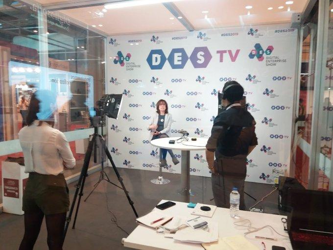 Nuestra compañera @AlmudenaAlons12 comienza la mañana en #DES2019 con entrevistas a los medios...