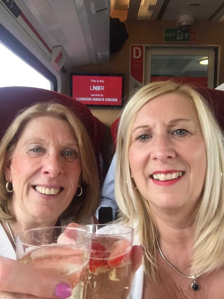 Me and my sister are on our way to watch @LauraBaldwin92 in @WaitressLondon #support#hugsandkisses#strong#thebestDawn#westend <br>http://pic.twitter.com/1WtpZBJiTi