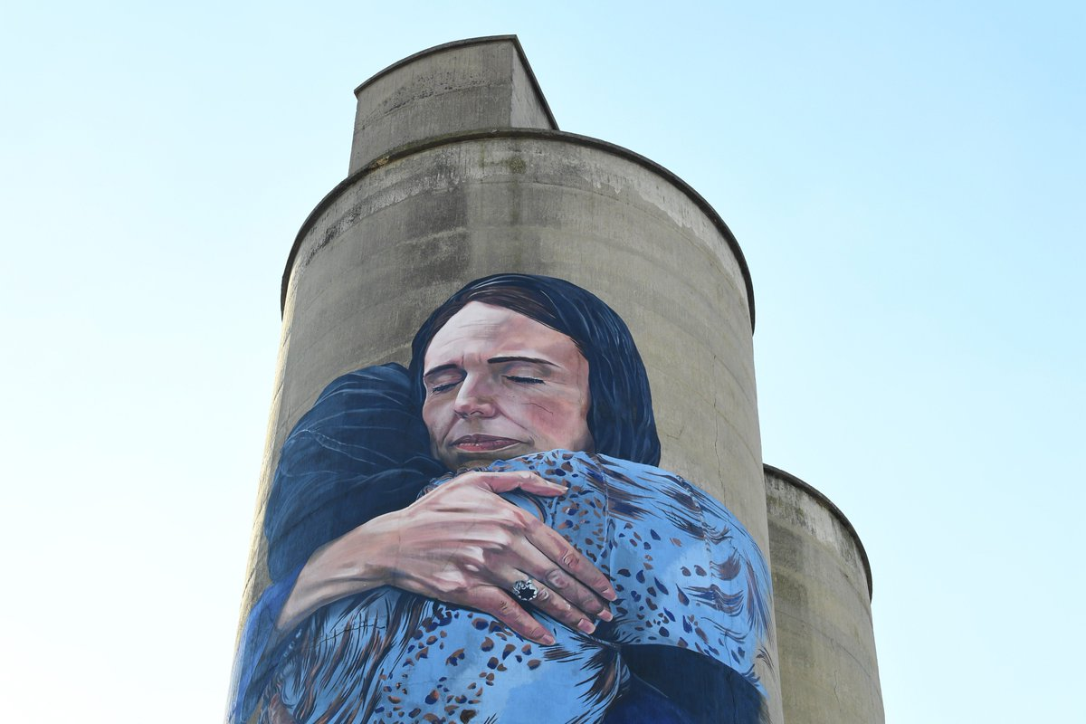 &#39;A beacon of tolerance, love and peace&#39;.  A giant mural of New Zealand Prime Minister @jacindaardern embracing a Muslim woman in the wake of the Christchurch terror attacks has been completed in Melbourne.  https:// bit.ly/2Qd36jQ  &nbsp;  <br>http://pic.twitter.com/4vX6vXjLDv