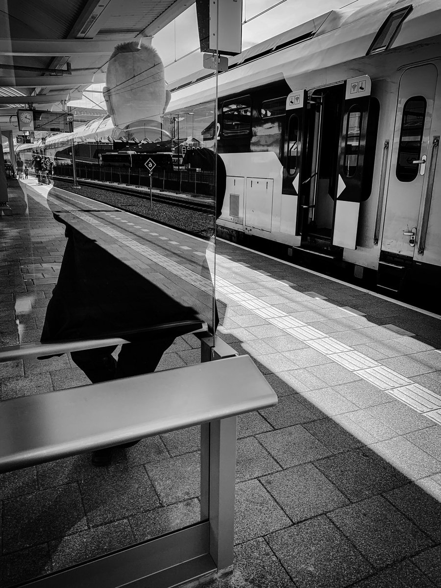 RT @casakleinhuis: The invisible man  #blackandwhitephotography #streetphotography #zwolle https://t.co/vB80QwIpuA