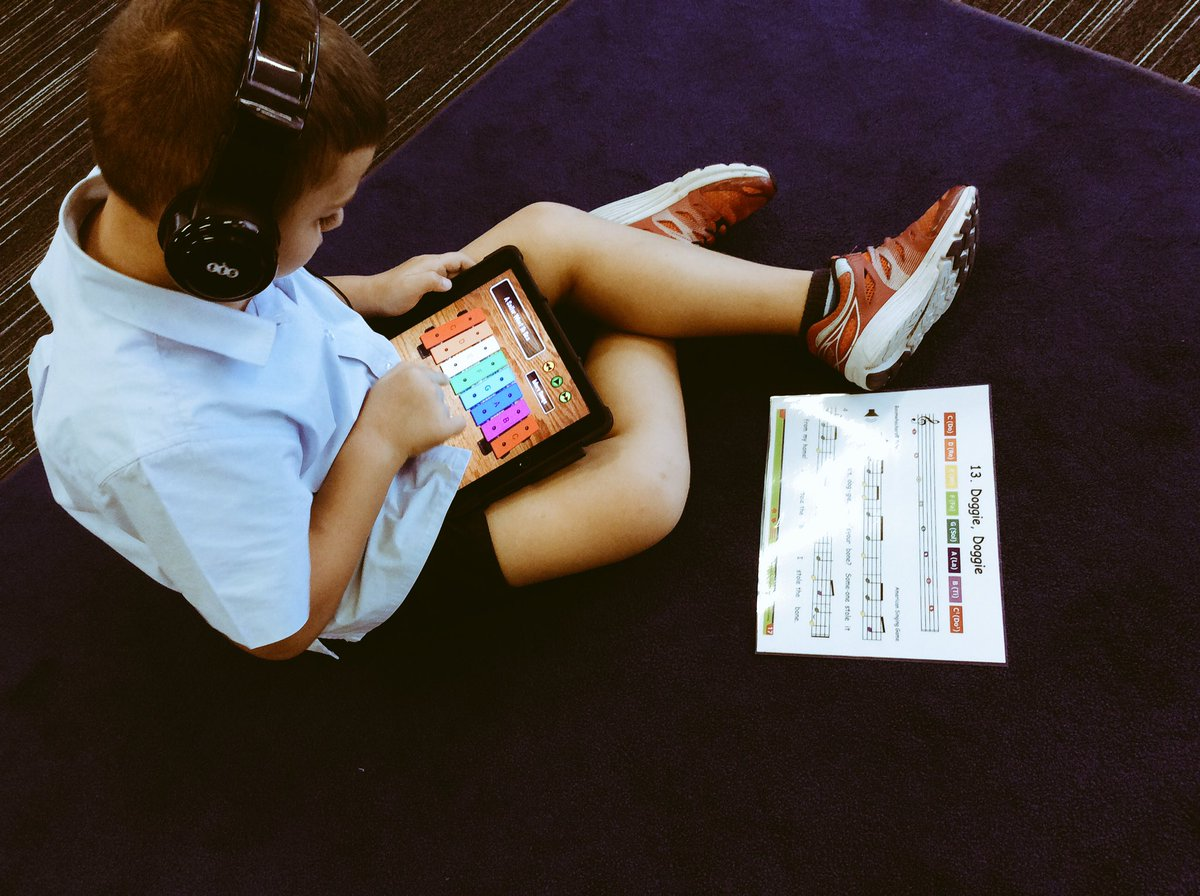 Grade 2 using the iXylophone app to develop their notation reading skills. #musiceducation #education #xylophone #WeRGIS<br>http://pic.twitter.com/1TUKTbaiDp