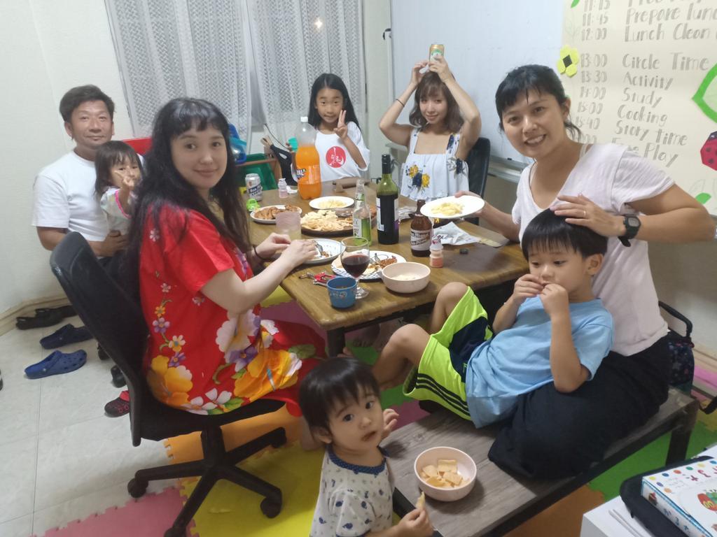 僕らセブで英会話スクールをやっているのですが、今日は日本から来てくれた子供たちやパパママと一緒にパパママ会!?英語だけではなく、コミュニケーションを取りながらお互いの子育てや生き方について語っていまーす!