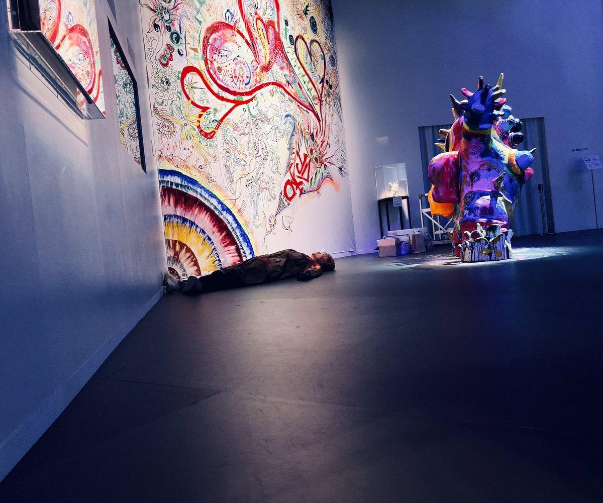 #NAKAMA感謝DAY _vol.2無事終了!🎉ふぅ〜っと余韻に浸る慎吾さん🥺でしたが、、この後、ムクっと起きあがり🌱壁画制作が始まりました!!いつもより大胆に!?皆さまの愛とエネルギーが、🎨ほとばしる絵の具に込められているようにも見えます❣️これは必見ですよ!#boum3 #香取慎吾