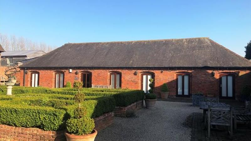 #CommercialProperty from @HowkinsLLP - 990 Sq Ft Single Storey Building With #Offices located at Hurley Hall Barns, #Hurley. This is a modern barn conversion, with fibre optic onsite, excellent parking facilities and only 4.5 miles from the M42. https://buff.ly/30rbjpc