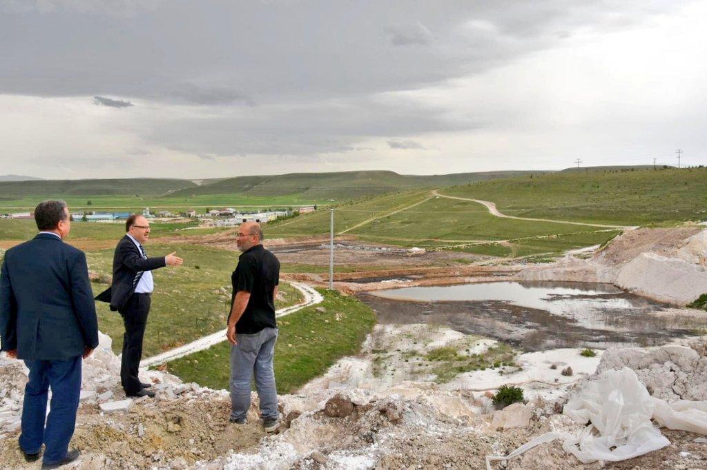 Afyonkarahisar-Ankara Karayolunda Susuz Belediyesine ait araziye dökül…