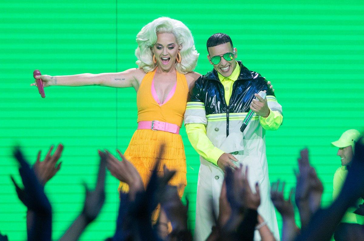Watch @Daddy_Yankee &amp; Katy Perry perform &quot;Con Calma (Remix)&quot;  https:// blbrd.cm/kKylTi  &nbsp;  <br>http://pic.twitter.com/3DFTbkJT37