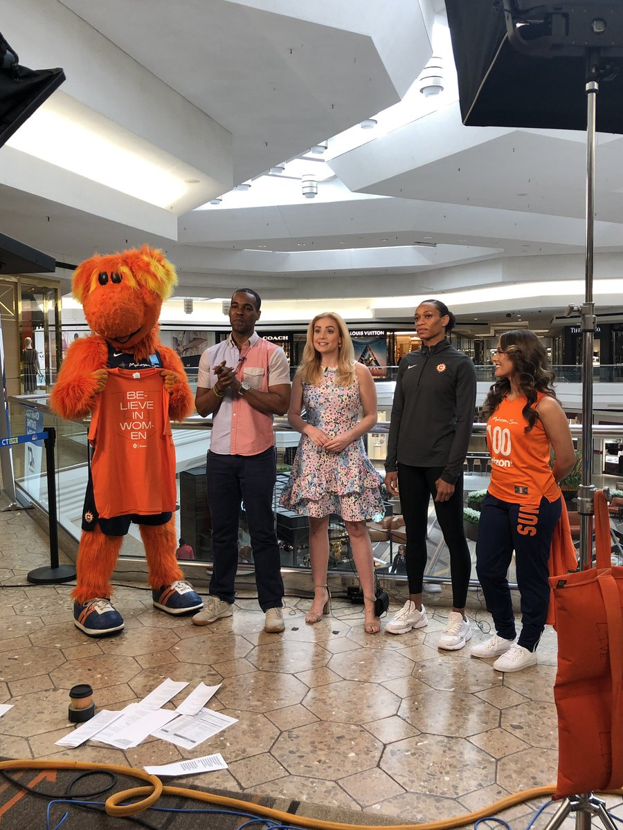 Always fun talking hoops with @NBCConnecticut! #OrangeInvasion