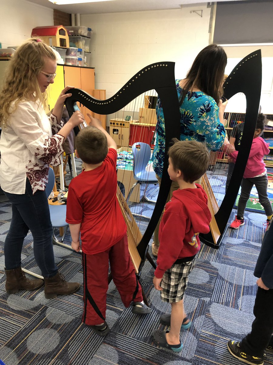 AM Class visit with Carol Gord and her Harp! #musiceducation #kinderstreaks<br>http://pic.twitter.com/G1IJnwHZhe