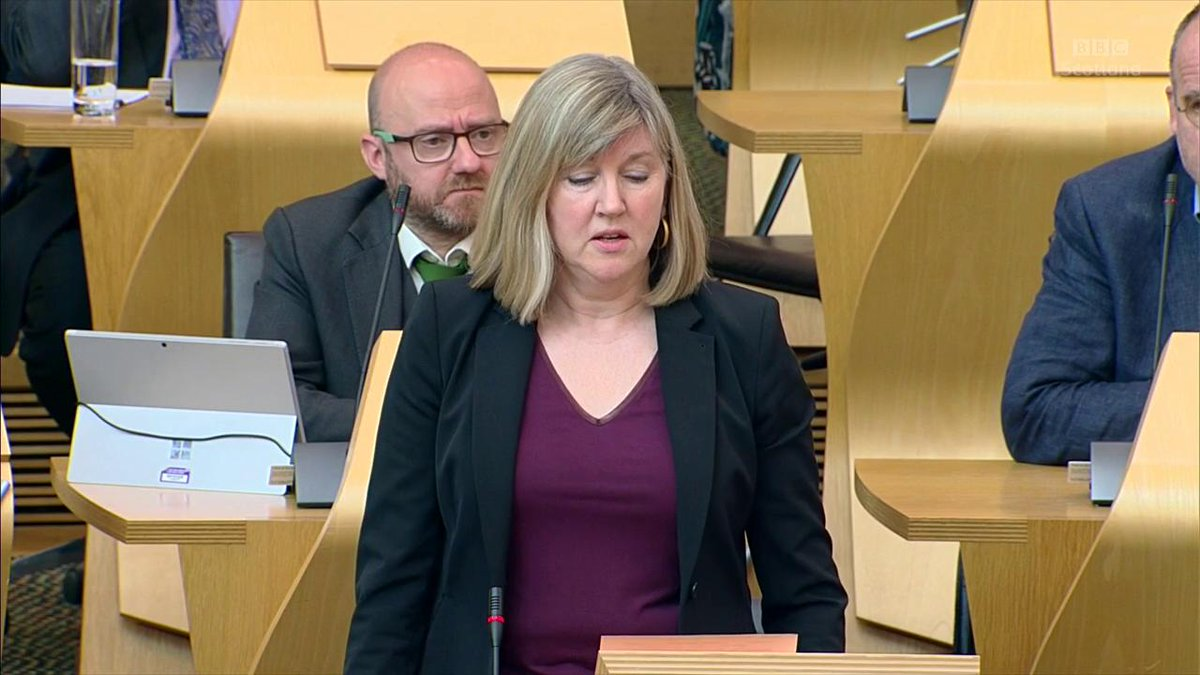 .@AlisonJohnstone says speed limits must be reduced from 30mph to 20mph to encourage more cyclists on the road  @NicolaSturgeon defends her government's position on encouraging more cyclists, and says the @scotgov will consider calls for the 20mph limit to be implemented. #FMQs