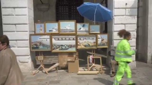 Bansky a Venezia cacciato dai vigili urbani come p...