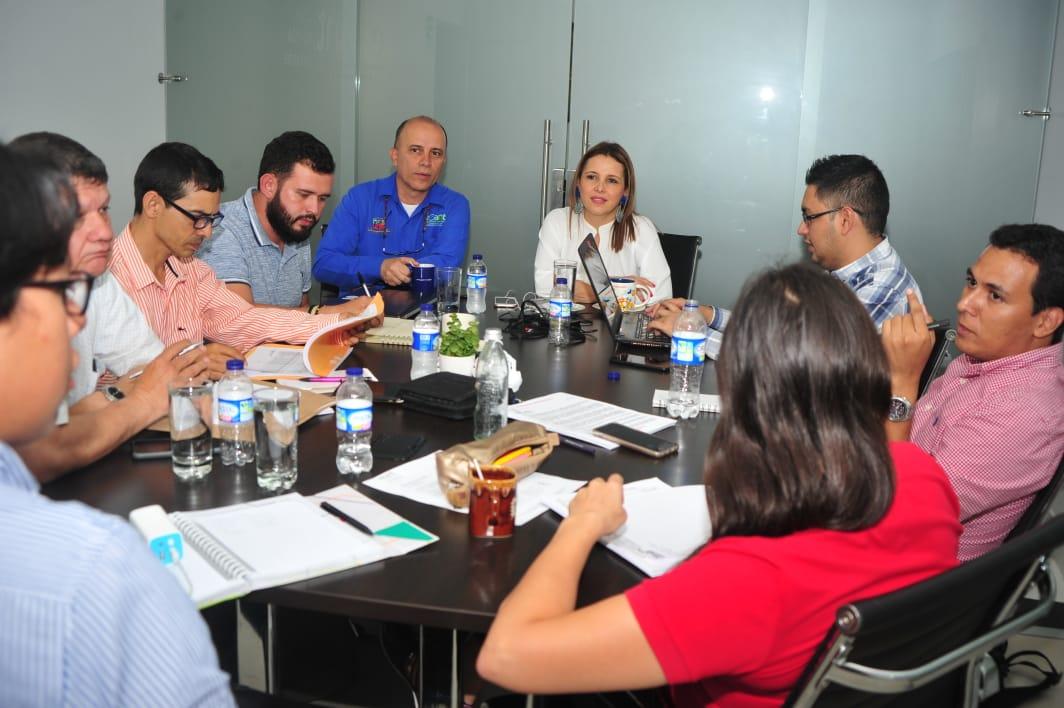 """#AEstaHora Gte @paolamonsalve_ y su equipo, junto con el contratista de obra e interventoría hacen seguimiento de actividades al proyecto """"CONSTRUCCIÓN Y AMPLIACIÓN DEL SISTEMA DE ALMACENAMIENTO DENTRO DEL PROGRAMA SECTORIZACIÓN HIDRÁULICA JOSÉ ANTONIO GALÁN"""""""