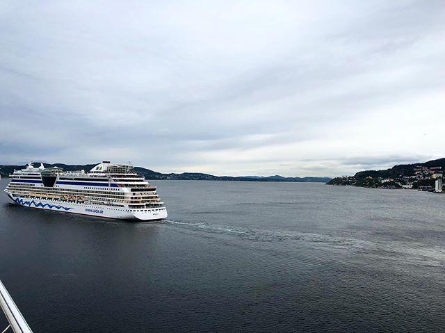 B E R G E N, NORWAY • #Throwback #AIDAsolMomente #reisen #wellen #norway #norwegen #fjord #cruise #cruiseship #aidacruises #love #liebe #hobby #urlaub #travel #travelblog #travelblogger #followmearound #auszeit #aussicht #kreuzfahrtverbindet #kreu… http://bit.ly/30EwwfKpic.twitter.com/UpgD9Wufca