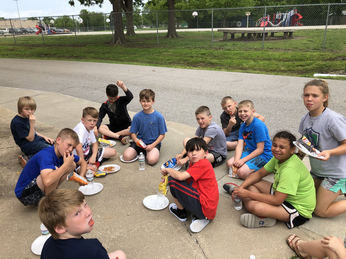 Ms. Bracher, Mrs. Gardner, Mrs. Patrick, Mrs. Engeman, Mrs. Wareham, and Mrs. Simon treated their AR Goal achievers to a picnic  with hotdogs and chips! Then a bonus recess! #TeamCIS #CardinalPride #CardinalReaders