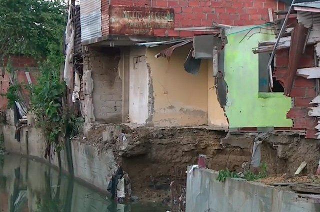 Grietas y muros caídos: lluvias están erosionando casas en barrio de Cartagenahttp://bit.ly/2EppD8w