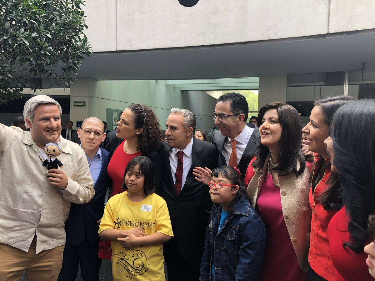 @duendepregunton Ahí tienes la imagen a la que te referías, querido Duende. Fue un enorme placer recibirlos en el @senadomexicano Saludos a todos.