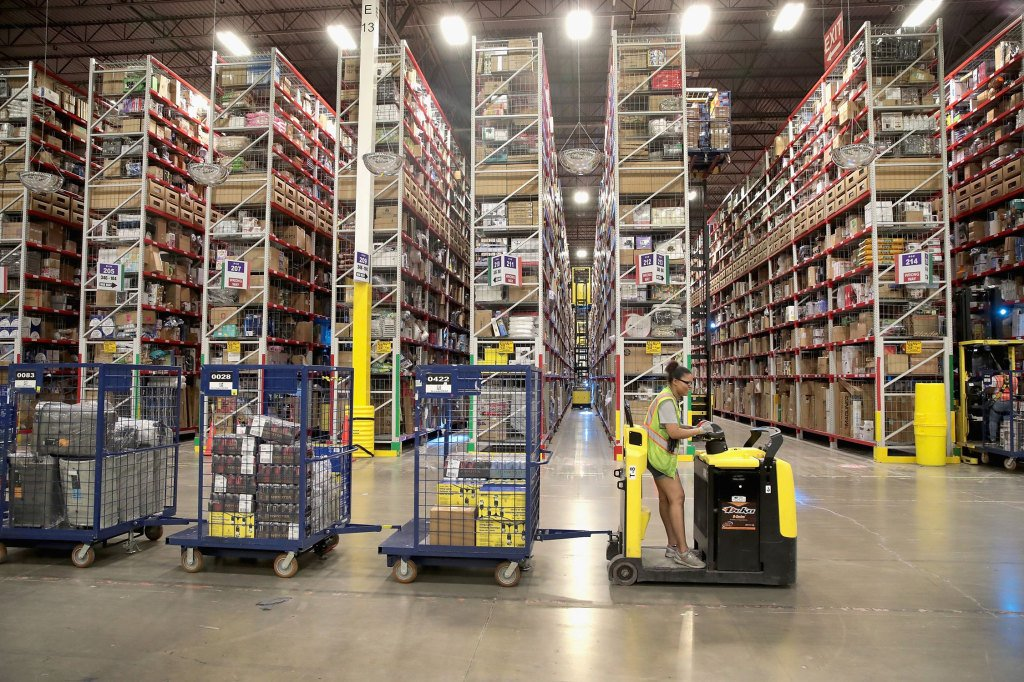 Amazon has turned warehouse tasks into a (literal) game https://tcrn.ch/2WZkZFn by @bheater