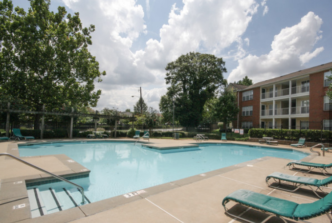 The weather is heating up in Atlanta! Cool off and relax by our pool this weekend! <br>http://pic.twitter.com/tFHptcHykG