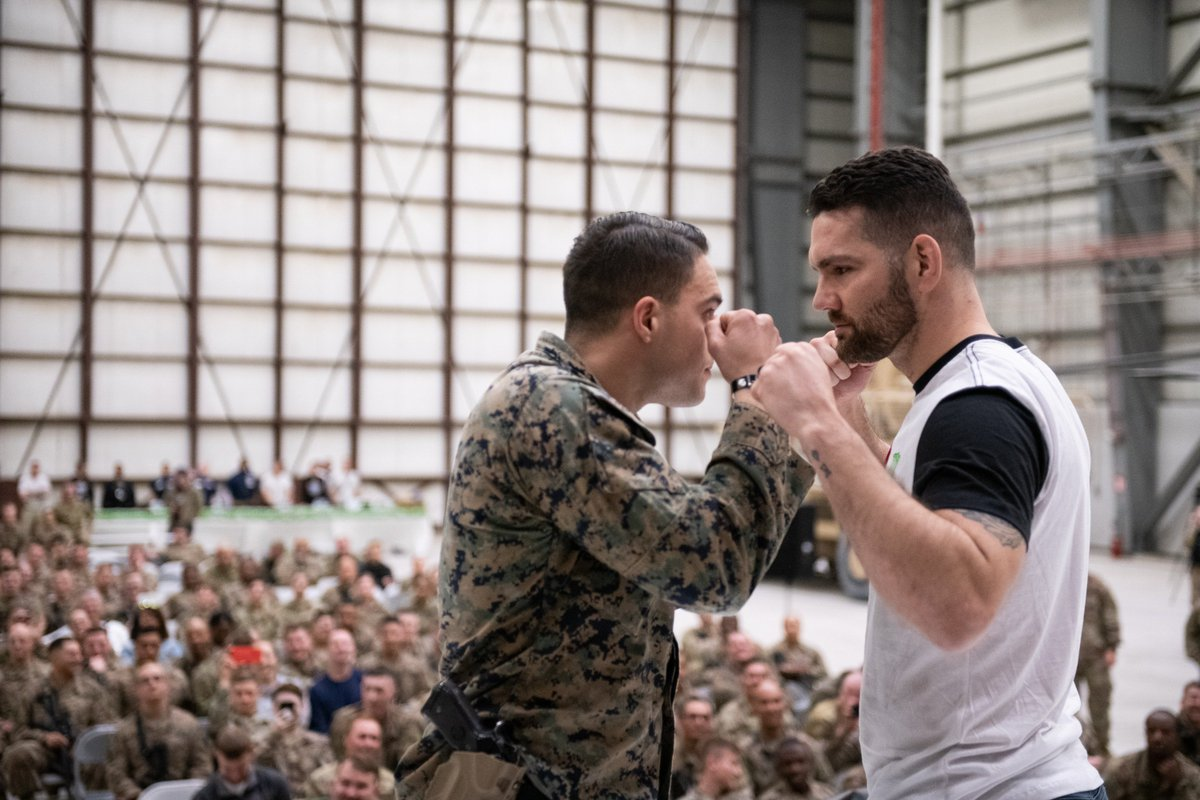 An All-American experience 🇺🇸  @ChrisWeidman joined @The_USO Tour to support troops ➡️ https://bit.ly/2M3yfrI (📸: @JamesKMcCann)