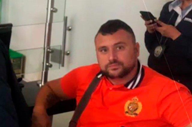 Expulsan a extranjero que, drogado, lanzó objetos desde lo alto de un hotel en Cartagenahttp://bit.ly/2QiVpc3