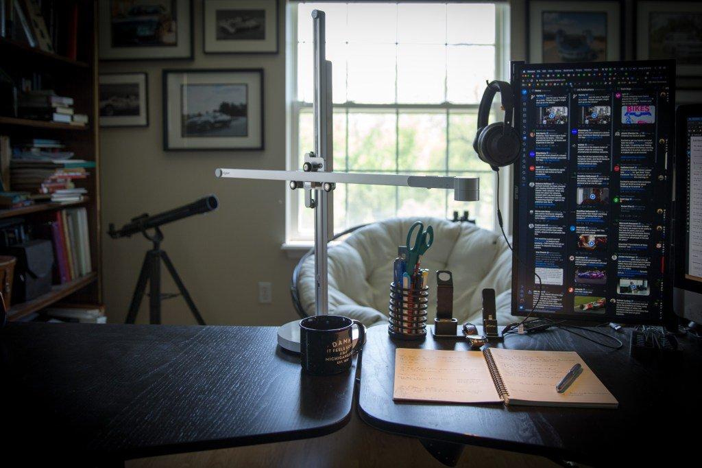 My desk doesn't deserve the $600 Dyson Lightcycle lamp by @mjburnsy https://tcrn.ch/2wgz5GE