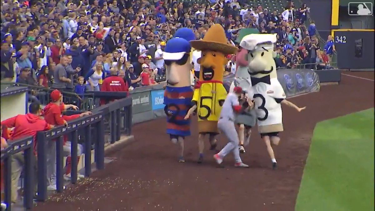 Eugenio Suarez nearly got trampled by the Brewers racing sausages