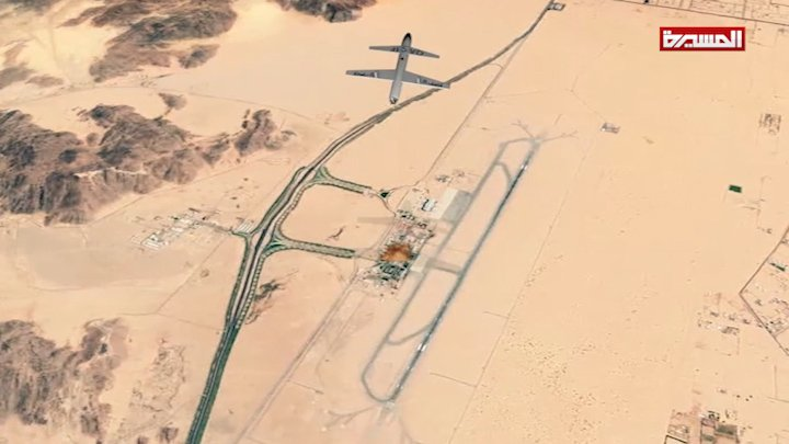 بعد ساعات من تدمير مخزن أسلحة في مطار #نجران طائرة #قاصفK2 تستهدف مرابض الطائرات الحربية في نفس المطار #عام_الطيران_المسير #انفروا_خفافا_وثقالا #اليمن #السعودية #Yemen #نجران_الاَن