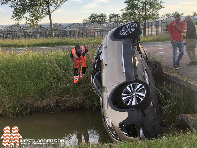 Auto te water aan de Vogelaer https://t.co/hhYypok361 https://t.co/tUPObuxaCm