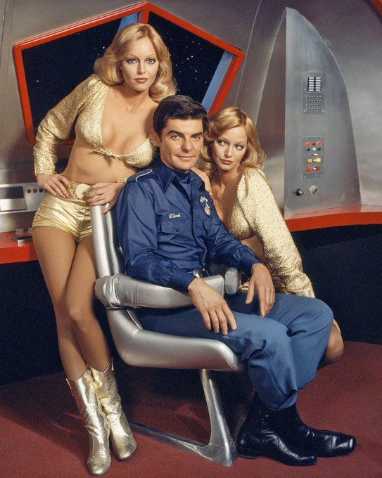 Happy Birthday to Richard Benjamin who turns 81 today!  Pictured here on Quark with The Barnstable Twins.