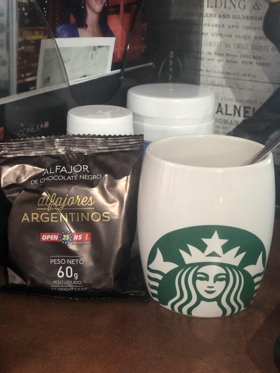 Momento delícia das minhas tardes #coffee hoje com #alfajor https://t.co/ot8Ibe76yH