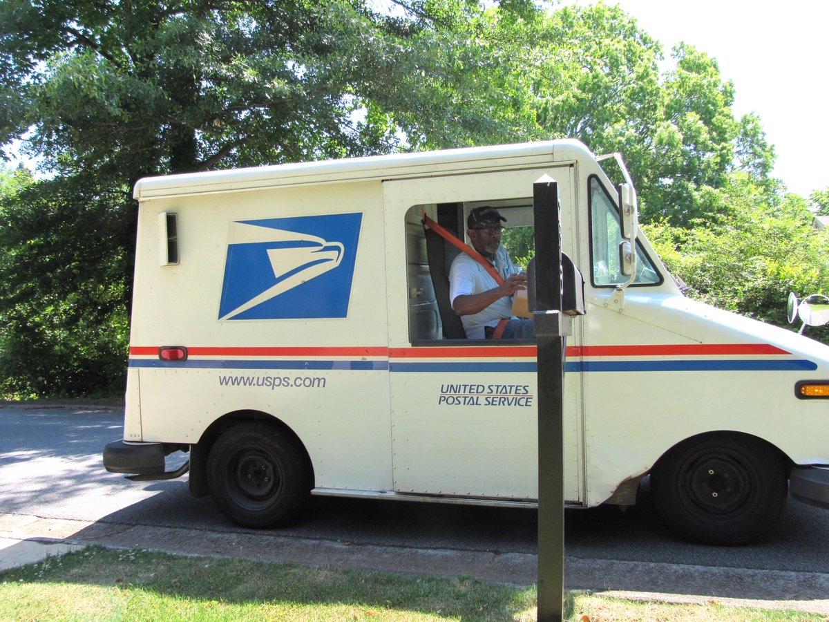 THREAD: Floyd Martin retires after nearly 35 years as a mailman tomorrow. I went with him on his route today.