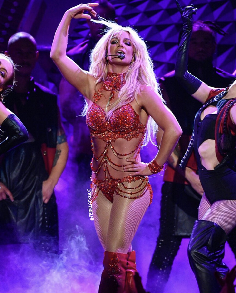 3 years ago today , @BritneySpears performs her medley of hits at BBMAs (Honored with the prestigious Millennium Award ) . <br>http://pic.twitter.com/L0jjAh8NWc