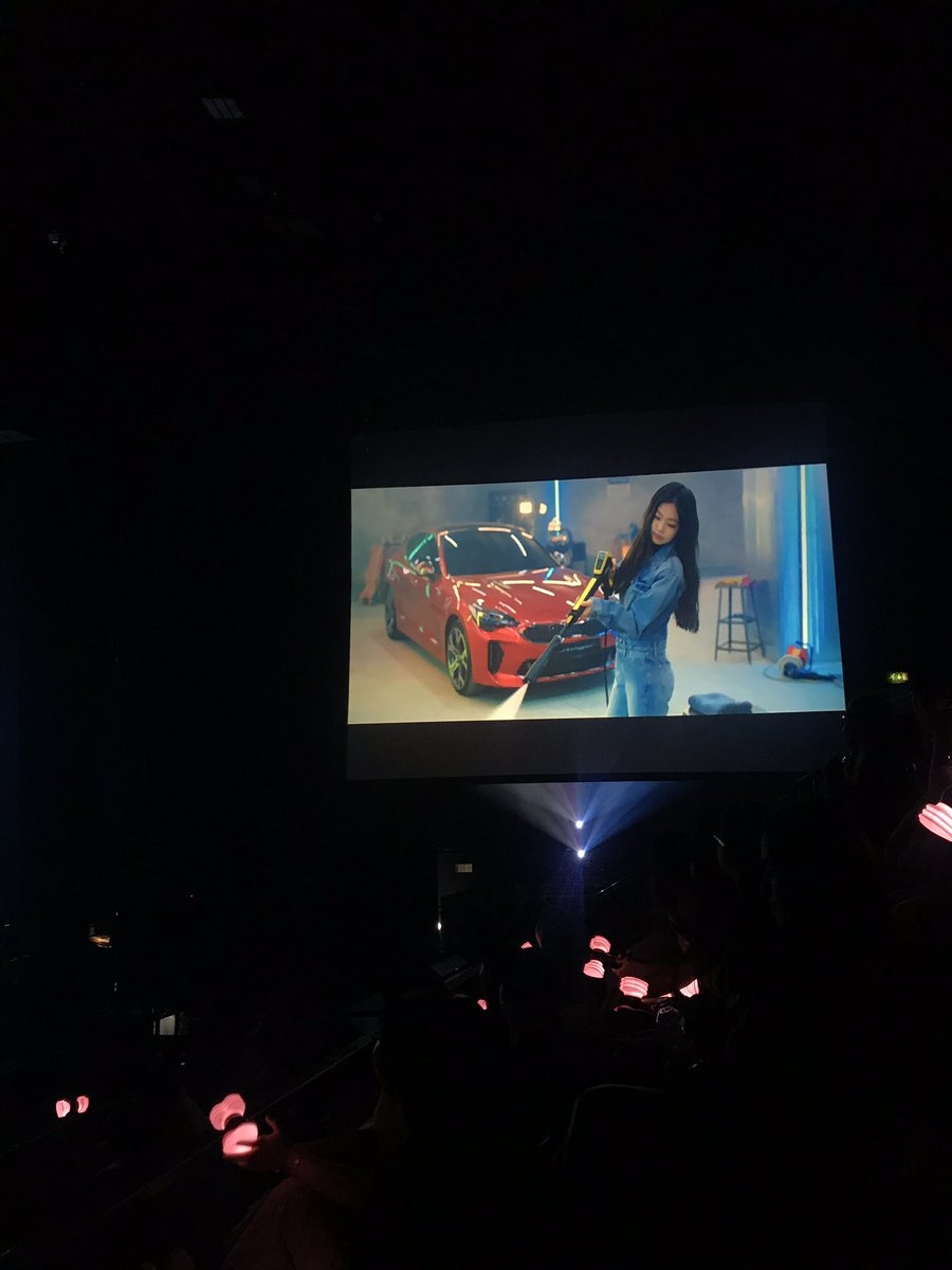 The most bizarre and hilarious thing was halfway through the show there was a 5 MINUTE LONG KIA CAR COMMERCIAL FEATURING THE GROUP. The car maker sponsored the concert <br>http://pic.twitter.com/dywCIKHcM8