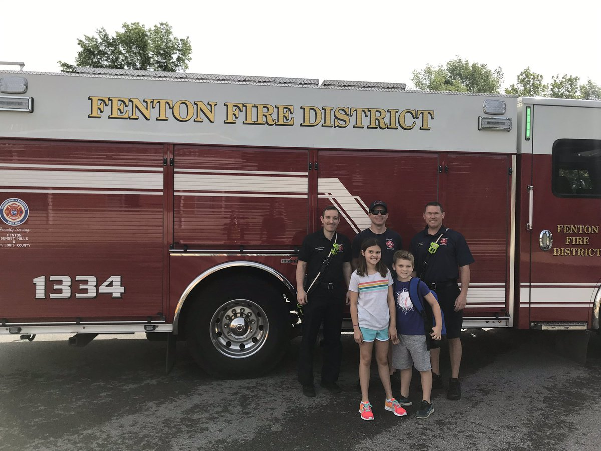 Nice way to show up at school! So thankful to Fenton Fire for doing this for us! #wearebowles<br>http://pic.twitter.com/lbq6BFBTV7