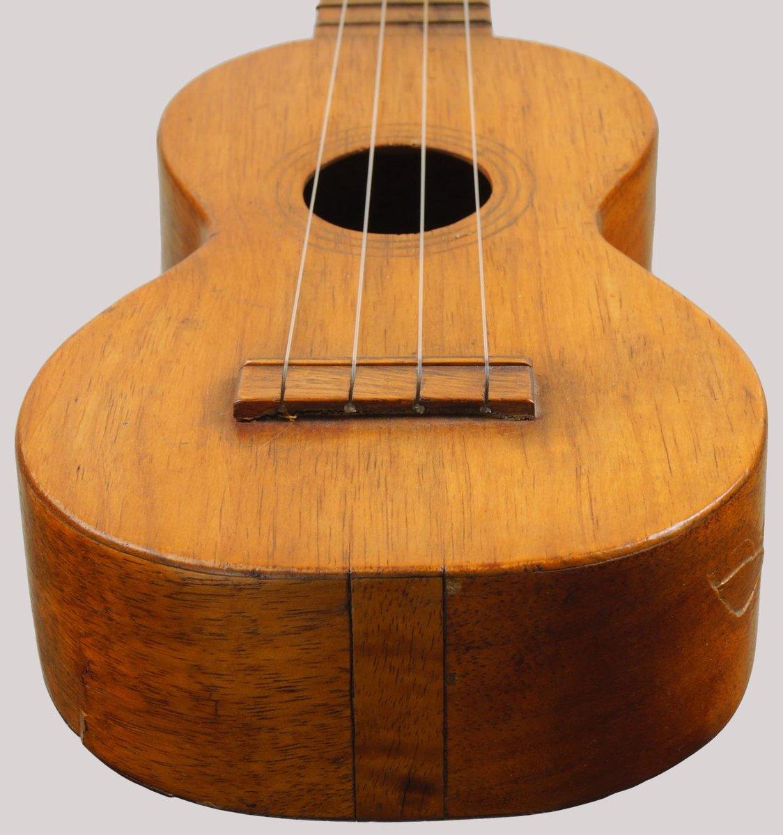 Leonardo Nunes ukulele o hawaii standard soprano california