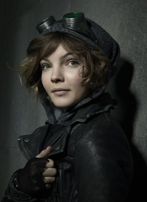 Happy Birthday to Camren Bicondova who turns 20 today!  Pictured here as Selina Kyle on Gotham.