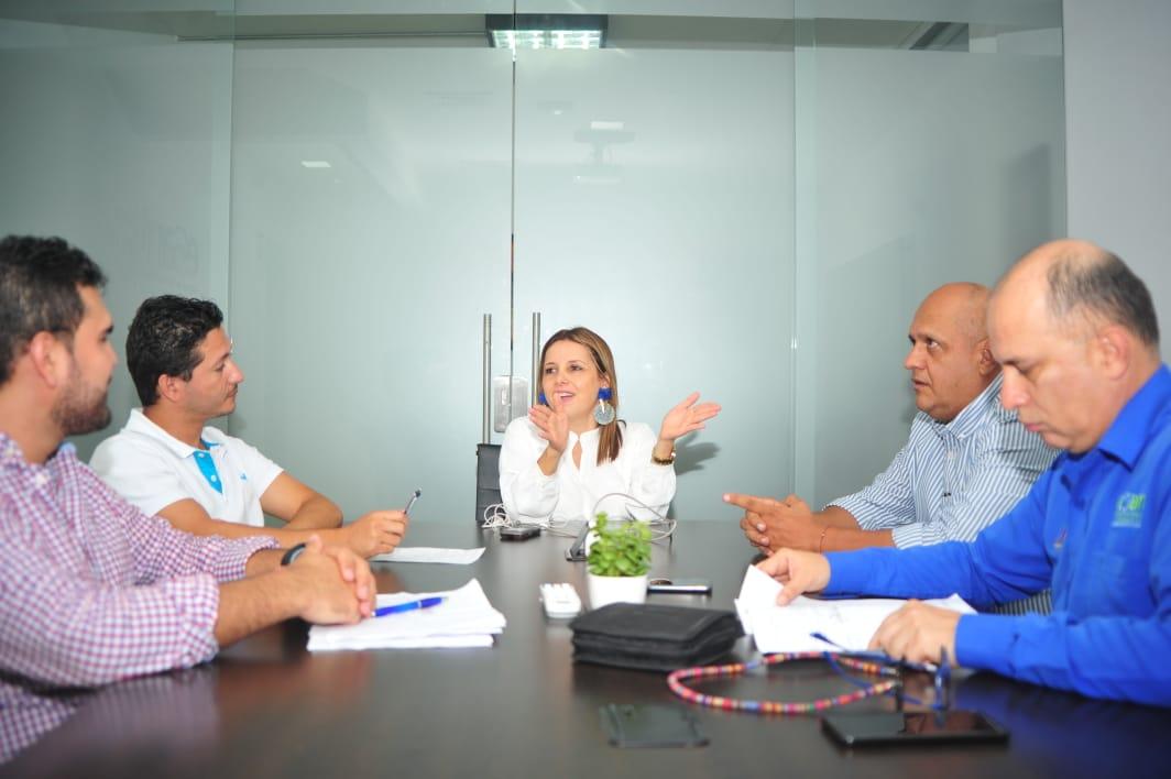 #AEstaHora Gte @paolamonsalve_ y su equipo junto con la interventoría de obra, revisan estado de la construcción del acueducto regional Río quirata del Municipio de Landazuri