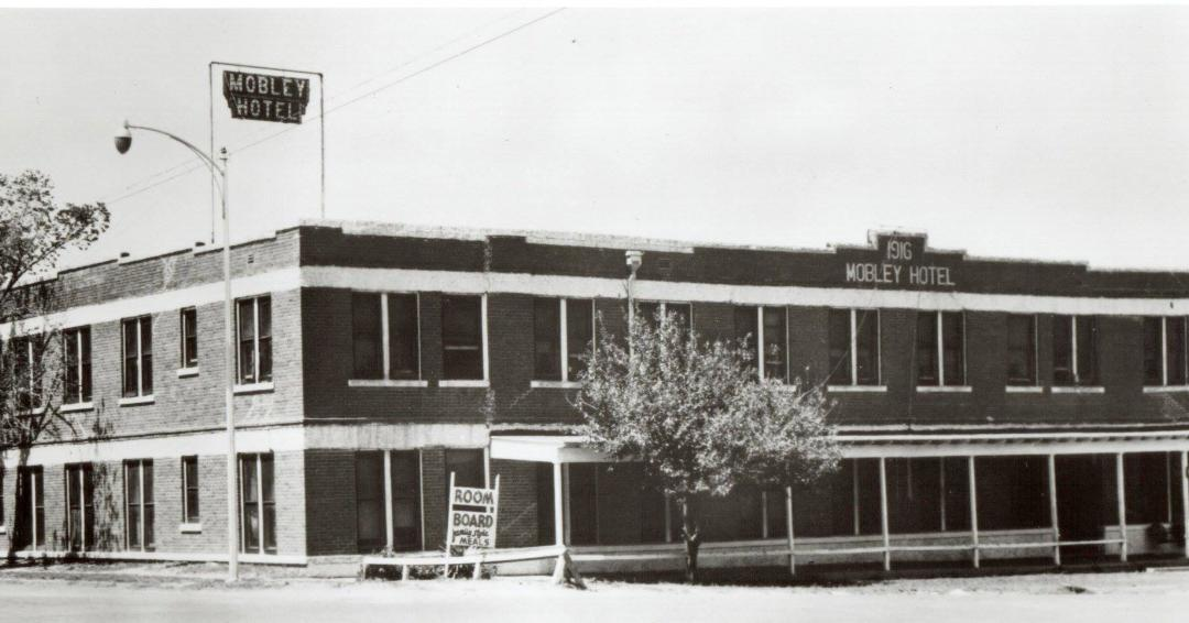 Fun Fact: Did you know the first hotel Conrad Hilton bought in 1919 was the Mobley hotel in Cisco, Texas? It's now a Cisco, Texas, Chamber of Commerce office and community center. #HILTON100 @hiltonnewsroom @Hilton @Hiltonhonors https://t.co/kfCAuS4OqV
