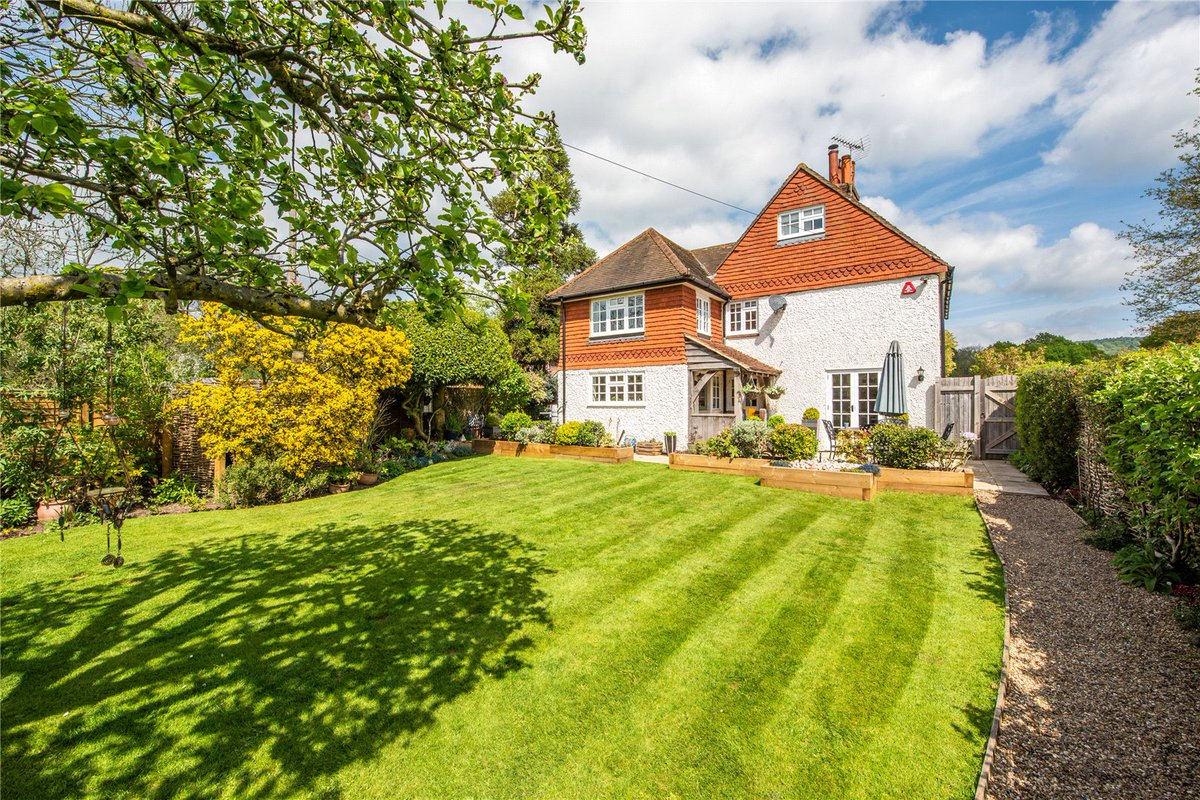 The #countrylife is within reach with this traditional style 4 bedroom detached #cottage.   Centrally located in a #conservation area on the village green in Forest Green #Dorking. Guide price £960,000.  Find out more: http://ow.ly/pgRa50ubs9Y   @dorkingtweets