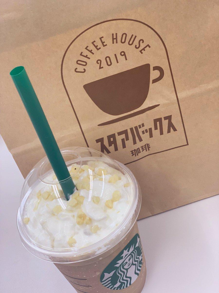 タスクターニング大阪営業所の近くにはスタバがあるんですが、今はこんなに可愛い紙袋に入れてもらえます?こちらはロイヤルミルクティーフラペチーノ。美味しかったのでリピ決定です?#堺筋本町 #派遣 #スターバックス #求人