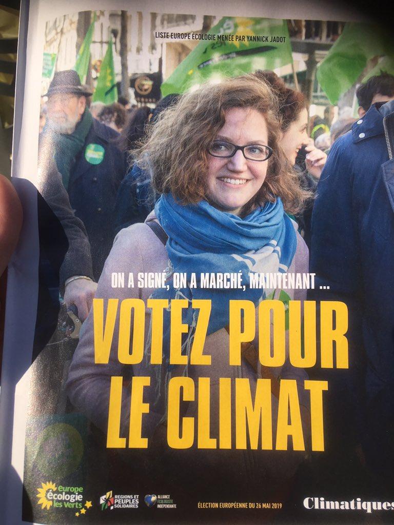 Reçu ce matin à la gare 16 pages de papier non recyclé qui prétendent que lutter contre le dérèglement climatique passe par l'écriture inclusive, le #genre  et le droit à disposer de son corps (mais pas de la planète hein!) #EELV