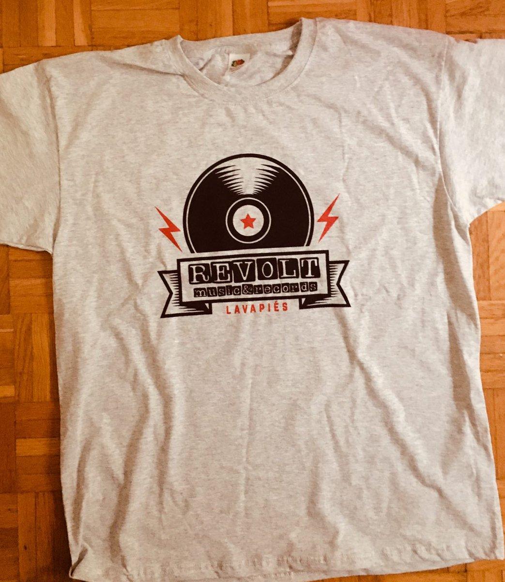 Tenemos nuevas camisetas en #RevoltMusicRecords x 12€. Esperamos que os gusten. Estamos en calle Tribulete 18, pasarse. Lavapiés #tshirts #vinyl #records #Madrid #LoveMusicHateRacism #Punk #Ska #Reggae #Soul #Jazz #Flamenco #Trap #hiphop #techno #RockAgainstRacism