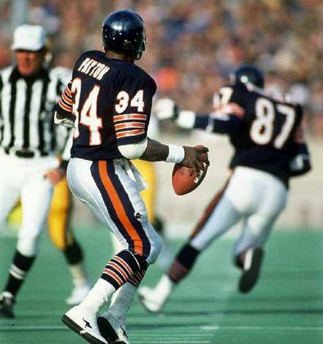 Update: Walter Payton still has two more career NFL touchdown passes than Johnny Manziel. <br>http://pic.twitter.com/q2aEzcFgHj