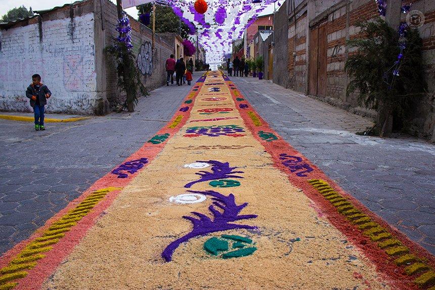Alfombra de Semana Santa en San Cosme, San Pablo del Monte, Tlaxcala, México.  Canon EOS Rebel T3i f/4 1/100 s ISO-100 18 mm  #IgersTlaxcala #SoyTlaxcala #IgersTlax #SemanaSanta2019 #ViernesSanto2019 #ViernesSanto #SemanaSanta #SanPabloDelMonte #Cuauhtotoatla #Tlaxcala #TuVozEstá